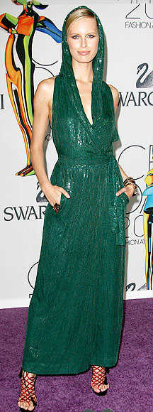 Karolina Kurkova at theCFDA Fashion Awards in emerald sequin Diane Von Furstenberg gown.