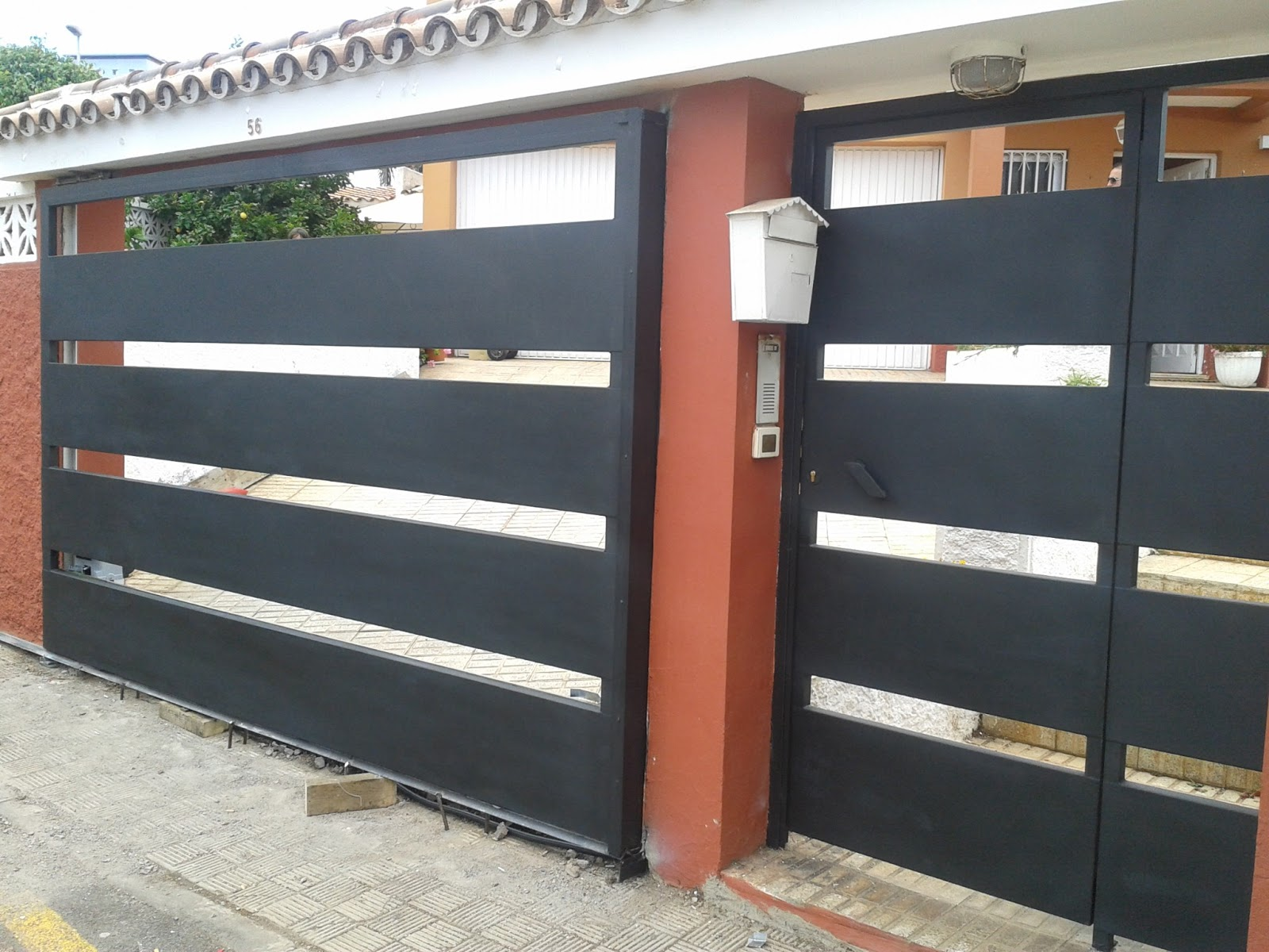 Puertas garaje tenerife modelos y materiales de puertas for Puertas exteriores baratas