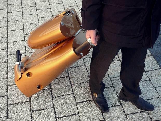 skuter-dilipat-menjadi-beg
