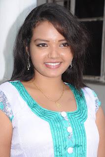 Vengayam movie actress Pavina hot photo
