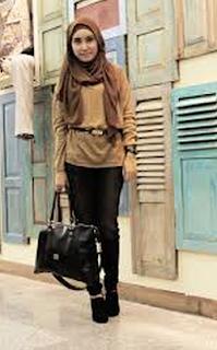 model fashion remaja gaul dengan tas