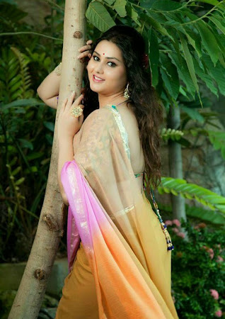 Scenic hot Namitha latest photoshoot gallery in ethnic saree