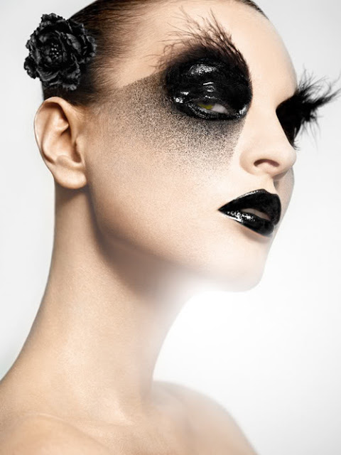 A Minute in the Life of Maria: A Minute of Inspiration - Black Halloween Makeup
