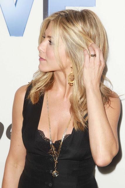 "Jennifer Aniston – ""FIVE"" Premiere in New York"