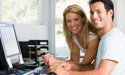 5 Reasons Why Working Wives are Awesome,man woman working computer company