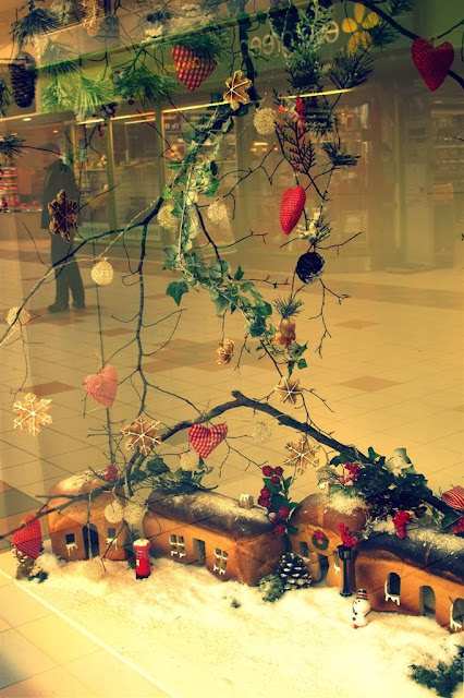 Christmas cheer © Annie Japaud 2013, blog, photography, Christmas, Galway shopping center,  gourmet tarts co,