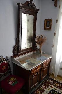 Fotografie din interiorul casei Memoriale Alexandru Vlahuţă