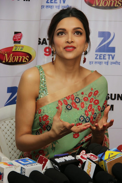 Deepika Padukone Cute Beautiful Saree Sleeveless Blouse at Piku Promotions Dance India Dance   Super Moms