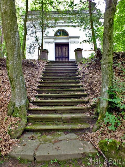 scari spre capela arcus