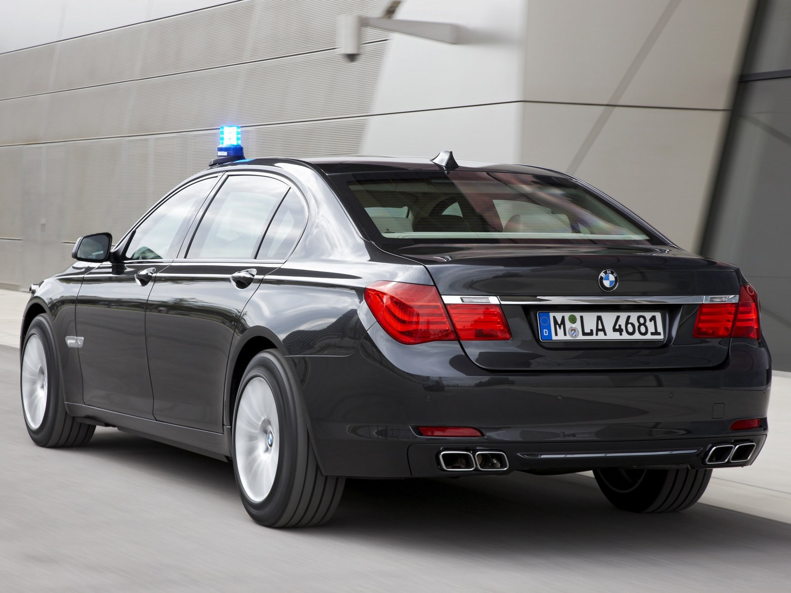 2010 bmw 7 series high security rear view