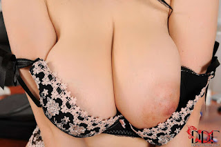 female cherry pie - sexygirl-peek-001-765470.jpg