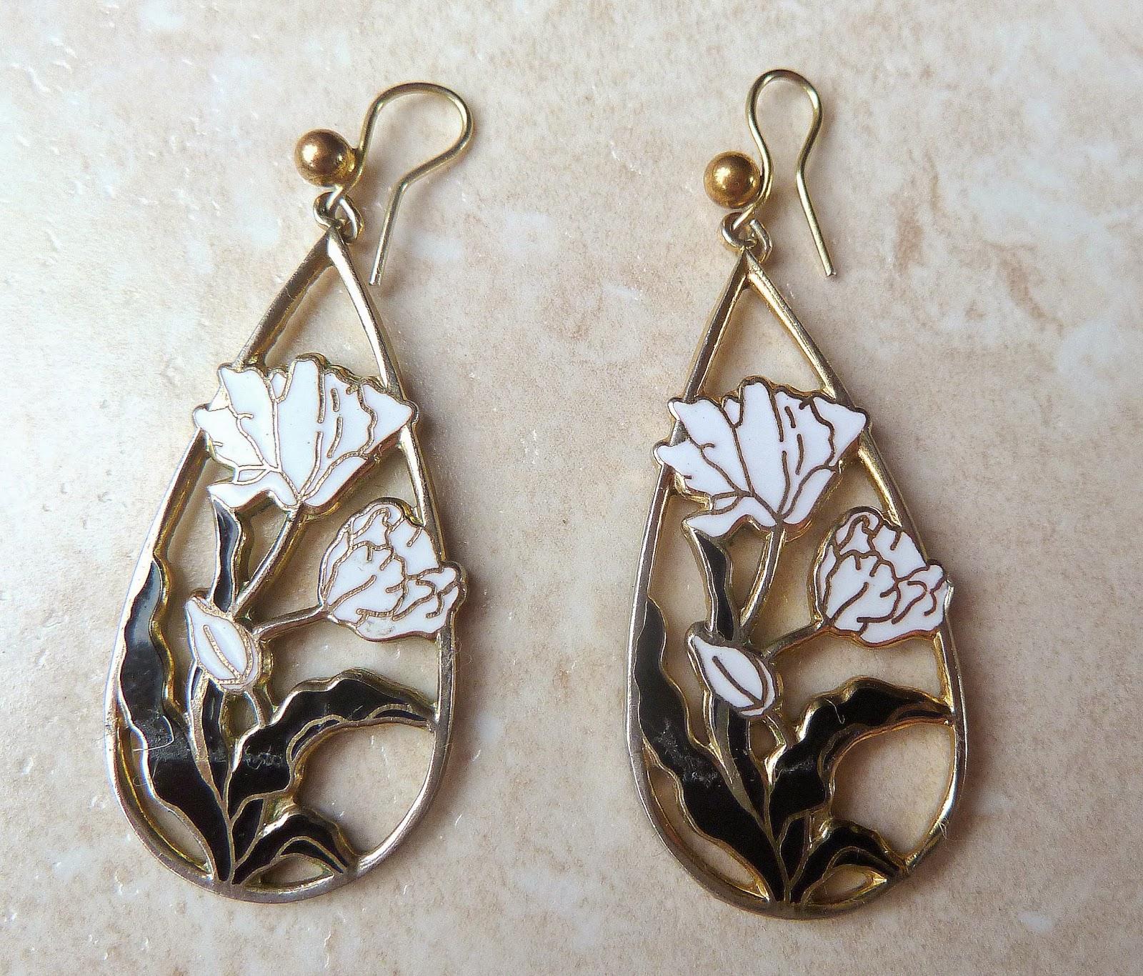 http://www.kcavintagegems.uk/vintage-white-flower-drop-cloisonne-enamel-earrings-373-p.asp