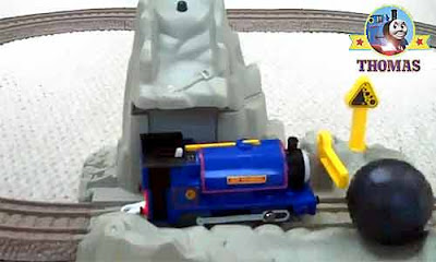 Fisher Price Sodor Thomas train Blue Mountain Mystery toy railway set TrackMaster Runaway Boulders
