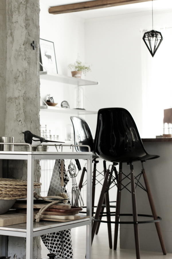 kök, köket, skata, skator, handsnidade fåglar, fågel, svart och vitt, svartvita detaljer, inredning, annelies design, webbutik, webbutiker, nettbutikk, nettbutikker,
