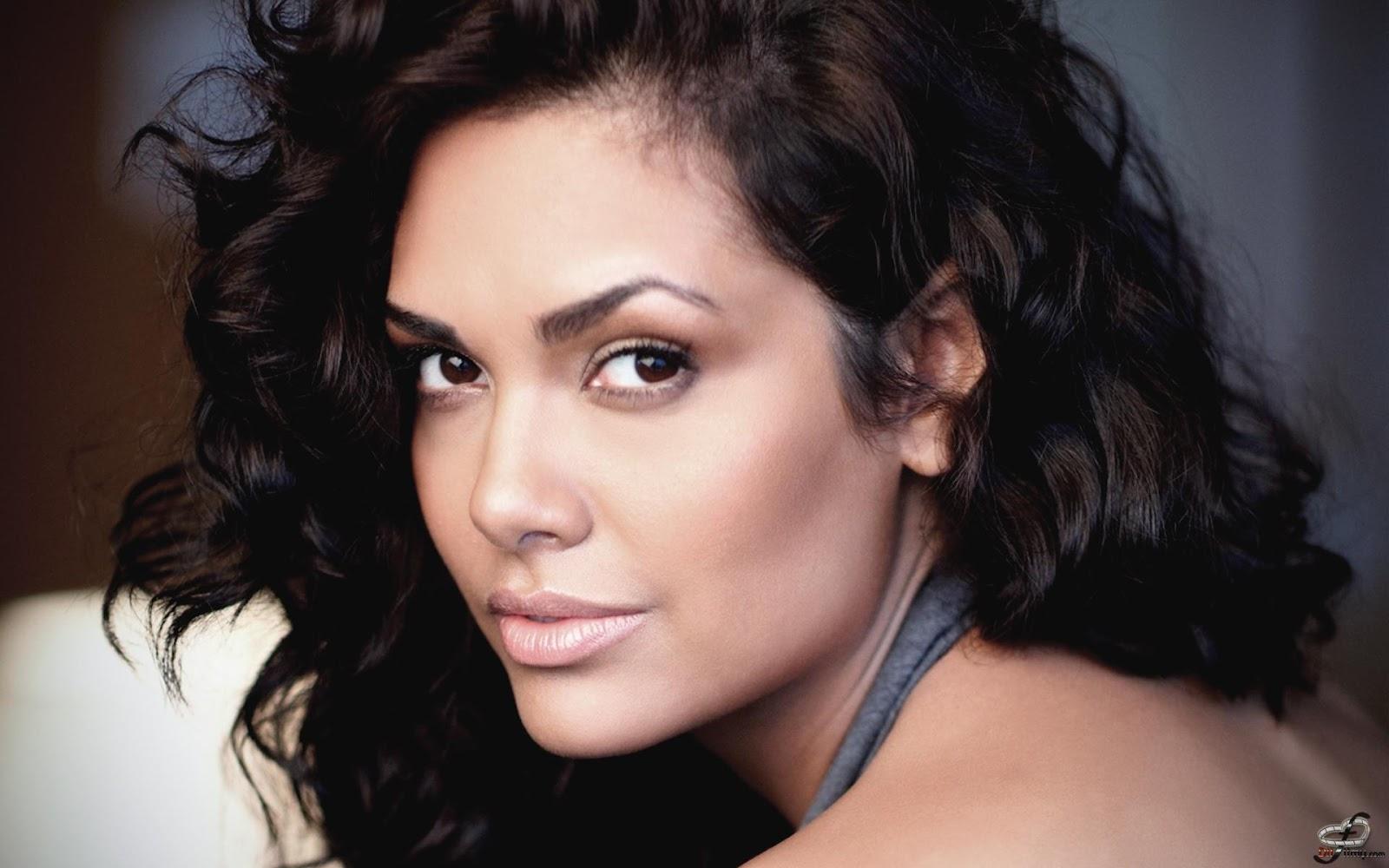http://1.bp.blogspot.com/-W5rjpNfVapY/T5-Q7tn1d8I/AAAAAAAAIY4/o8eLPICkBx8/s1600/Esha-Gupta-Hot-Pictures-Jannat-2-3.jpg