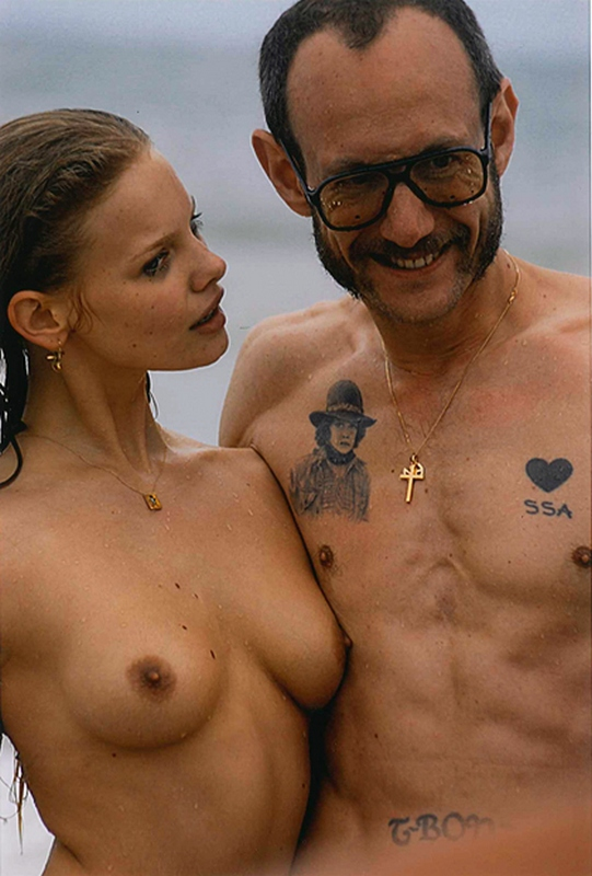 9 Photos of Terry Richardson Posing With Nude Models - The Front Row View