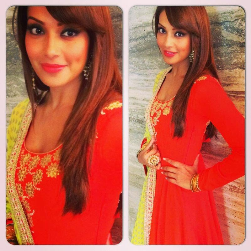 Bipasha Basu celebrating Dahi handi at Ghatkopar-looking gorgeous in salwar