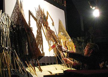 """Image """"Pentas Wayang"""" ( Foto: Google )"""