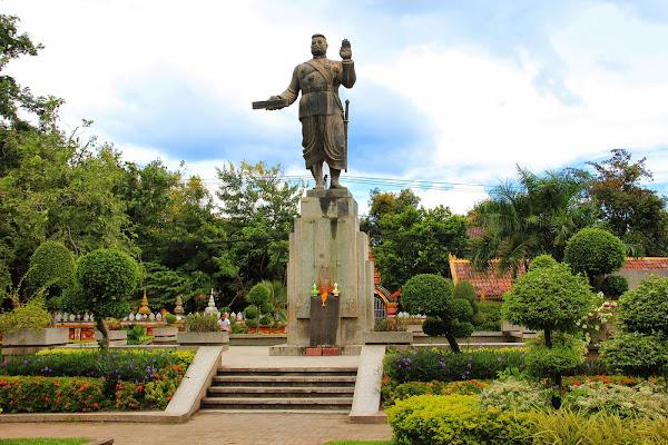 Statue du roi Sisavangvong - Vientiane - Laos