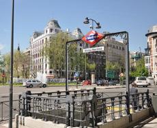 Boca de Metro de Madrid Centro, haciendo deporte en el Metro de Madrid
