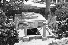 Panteón de Salma Tietami Plenilunio Entrada-panteon-chase