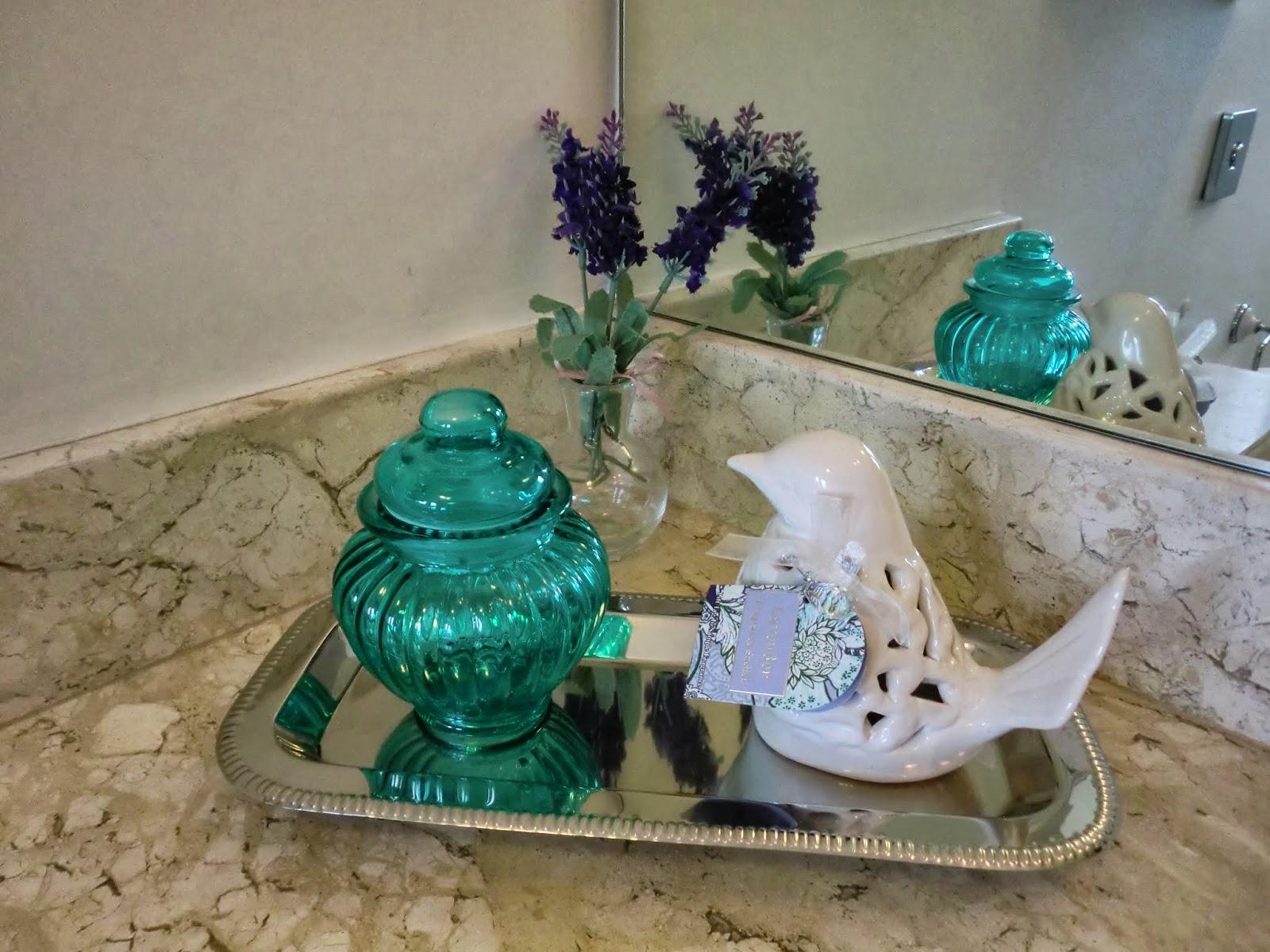 Lavabo chic bandeja decorada para banheiros Casa e Reforma #227C71 1600x1200 Balança De Banheiro Onde Comprar