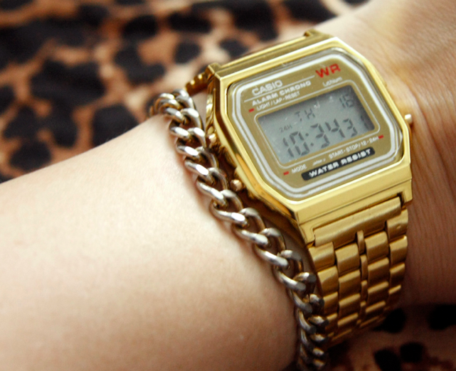 Vitnage Casio Watch on the Hand