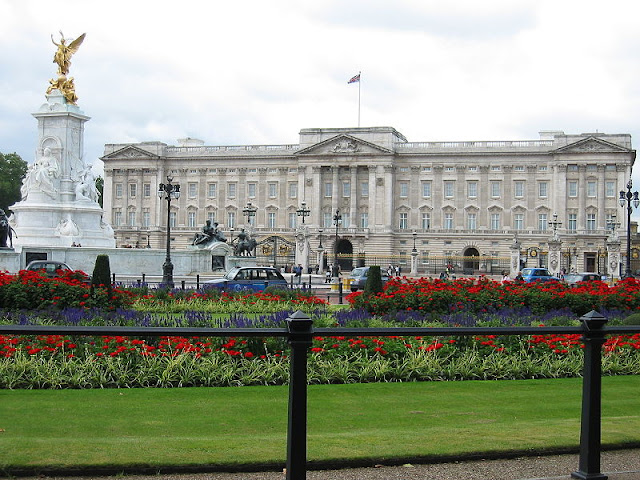 Buckingham Palace - London 2012, UK | Travel London Guide