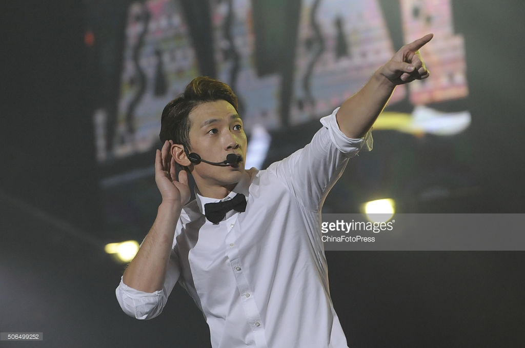 http://1.bp.blogspot.com/-W7WADx76gCI/VqXREerBFTI/AAAAAAABQtc/wuuKA5fHna0/s1600/south-korean-singer-rain-performs-onstage-during-his-concert-the-picture-id506499252.jpg