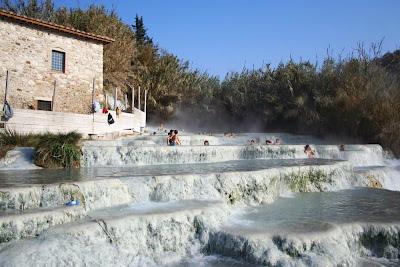 Cachoeira de águas termais na Saturnia - Itália