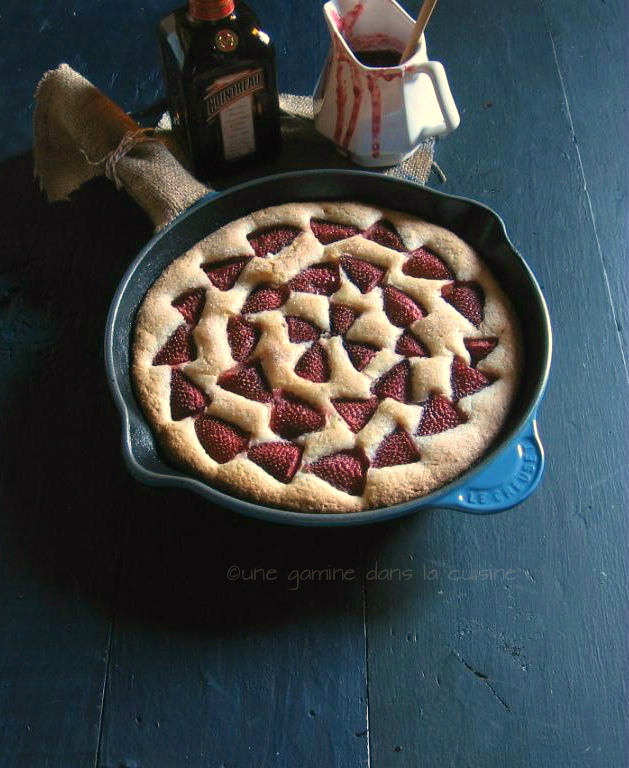 Strawberry Buttermilk Skillet Cake with Strawberry-Cointreau Reduction |une gamine dans la cuisine