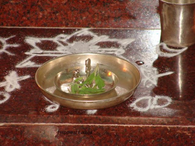 Silver idol of Krishna+prayer