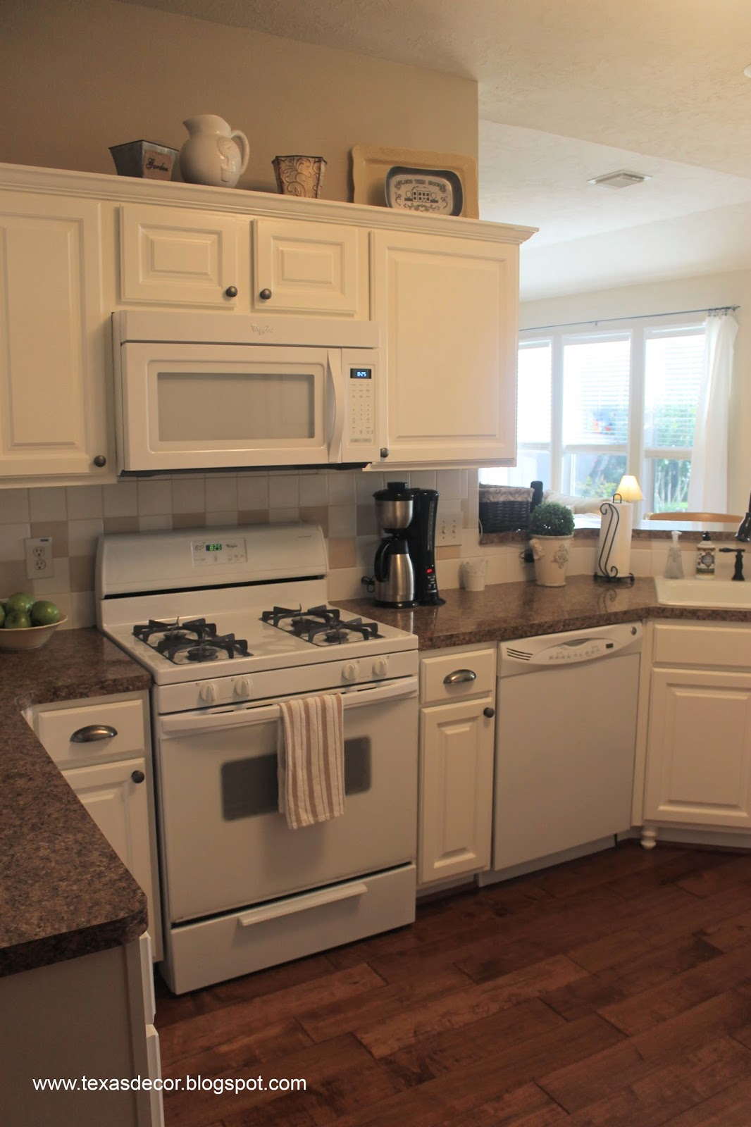 Paint Color That Goes With White Appliances