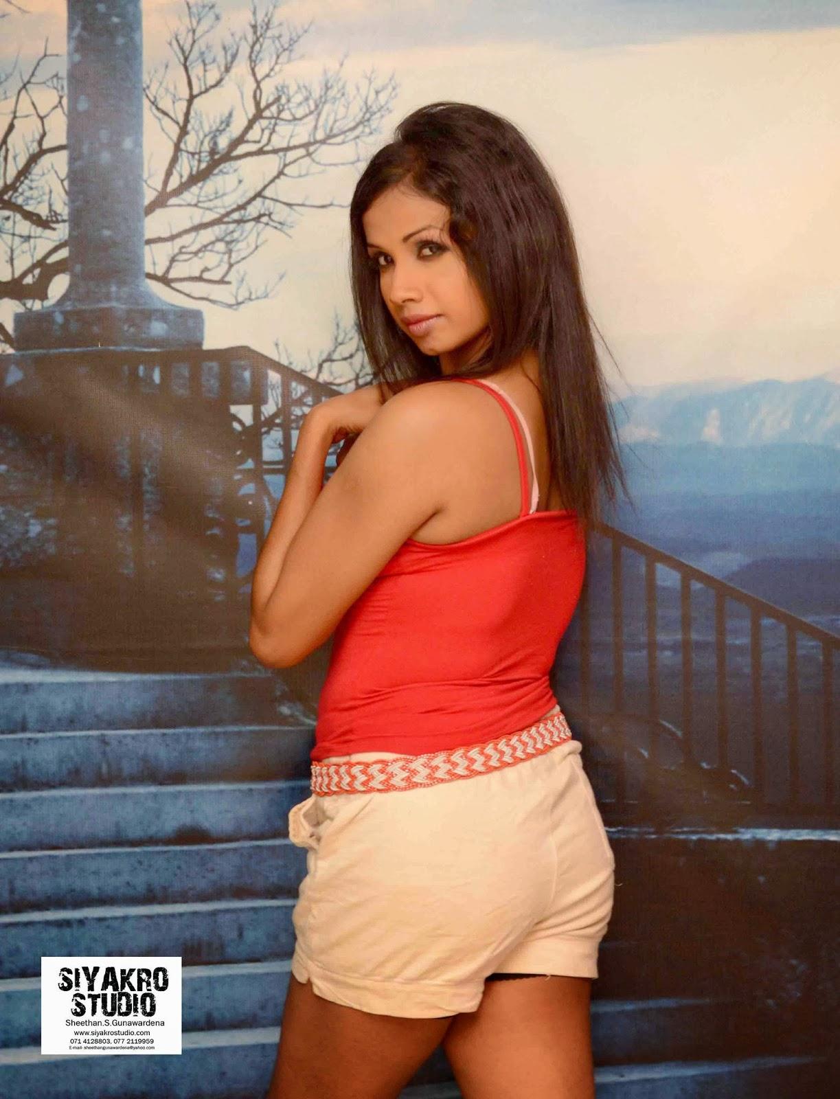 Manjula Sajeewani sexy back