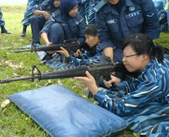 Ns life:Holding M16...