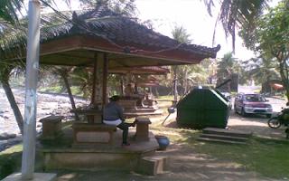 Tempat beteduh di pantai Yeh Leh