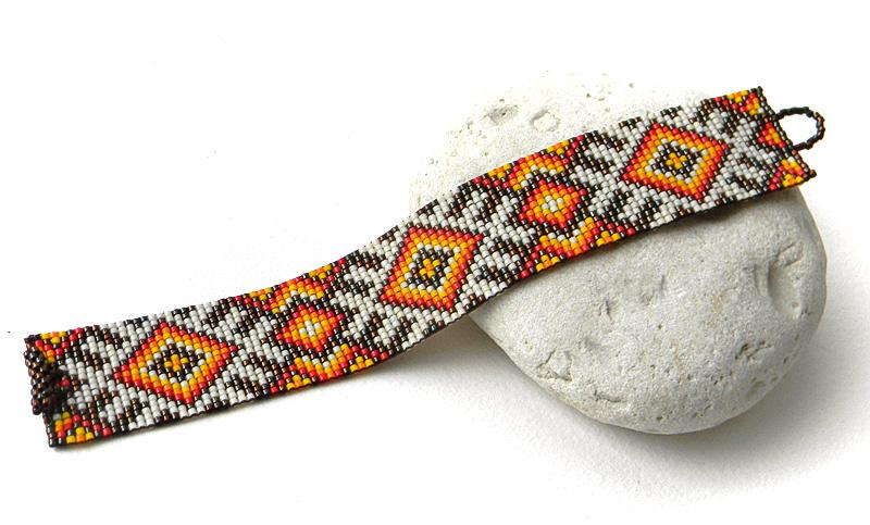 Яркий бисерный браслет в этническом стиле