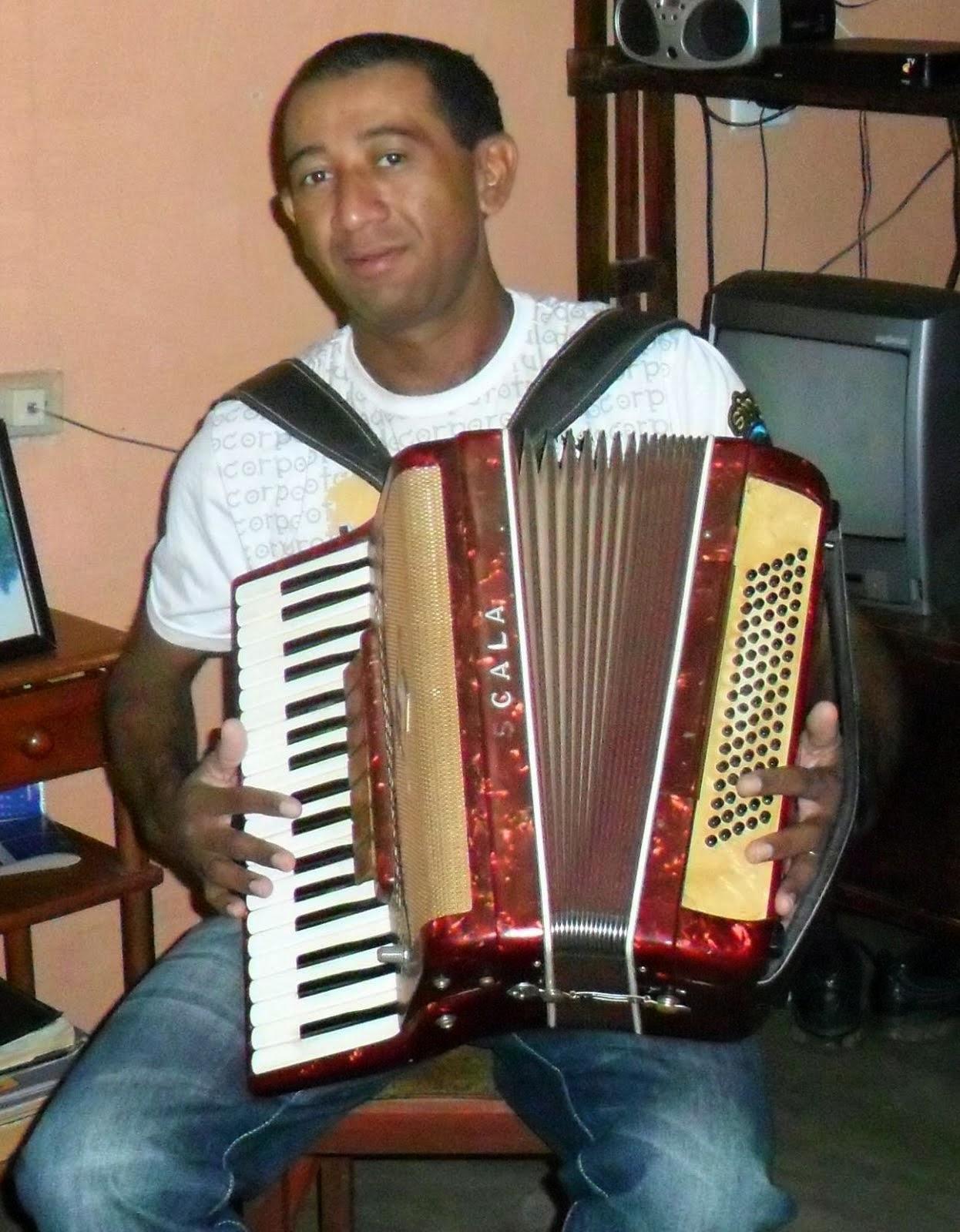 Poema de Fabinho do Acordeon, musico produtor, poeta, compositor e locutor itaporanguense