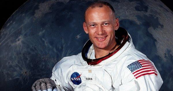 «Πέρασε» το τεστ του ανιχνευτή ψεύδους ο αστροναύτης που περπάτησε στην Σελήνη - Τι είπε για τα ATIA (βίντεο)