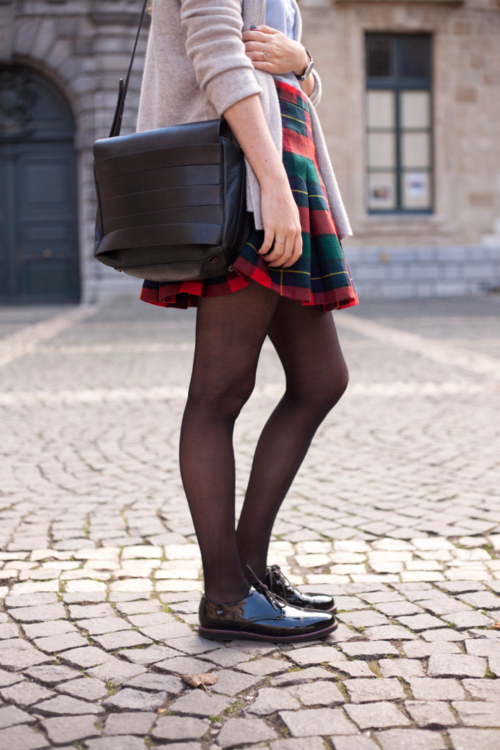 Outfit: vintage plaid mini skirt, patent brogues
