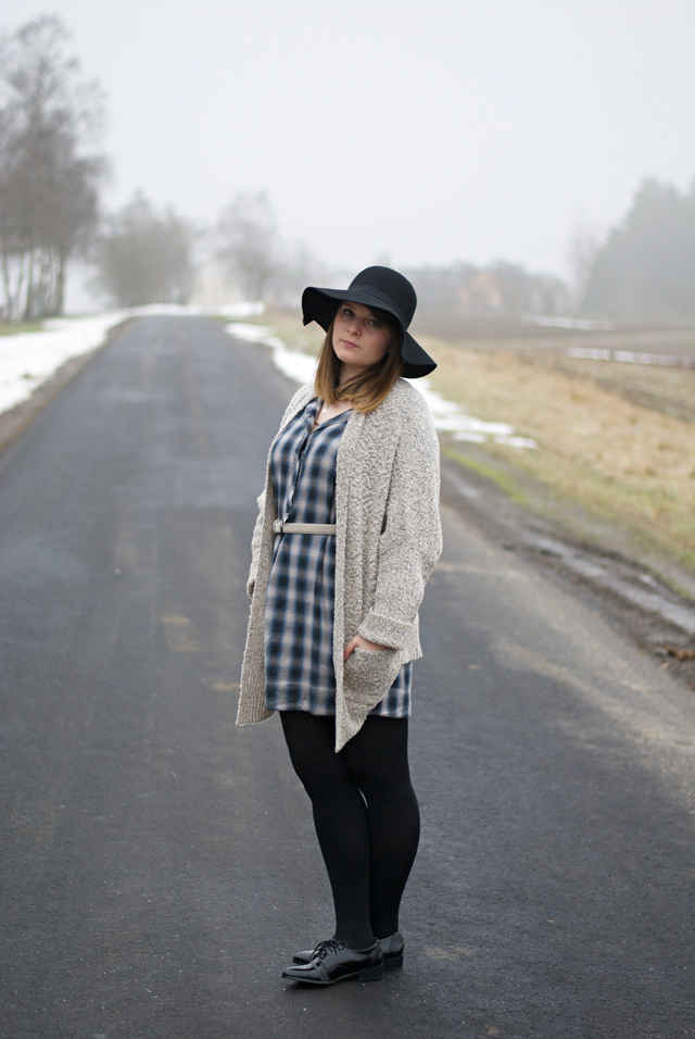 ootd grey tartan winter look fashion blogger Luxembourg