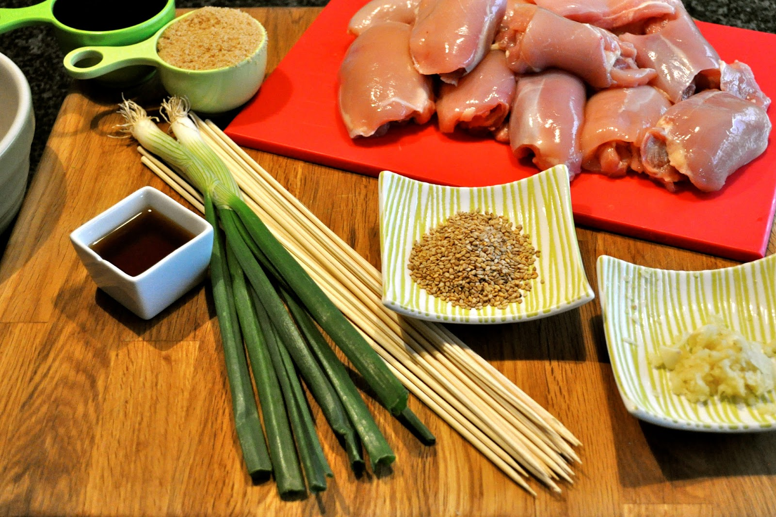 how to cut chicken thighs into small pieces