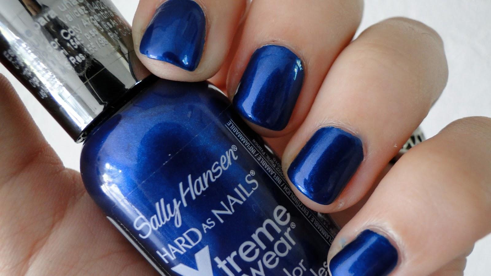 Azul eléctrico en las uñas. / Get Glam Or Die Trying