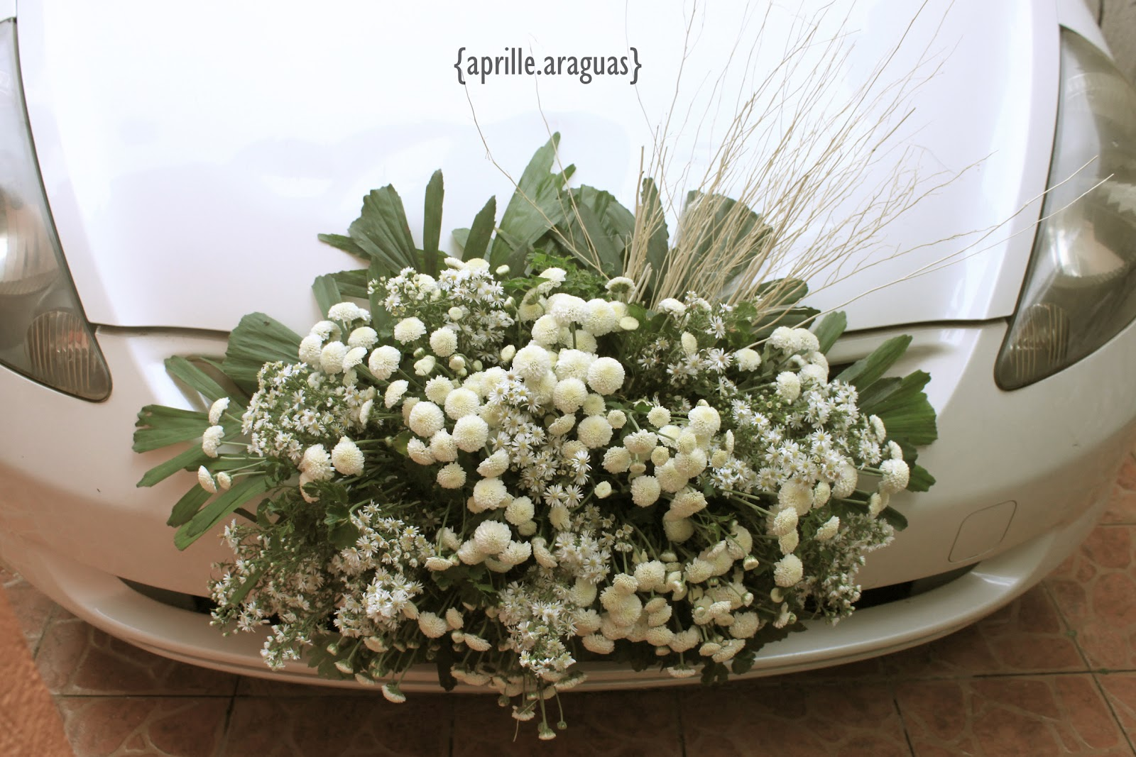Design of bridal car - Bridal Car Arrangement Flowers Aster White Buttons With Accent Of Twigs To Match Up The Aisle Concept