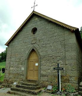 Capela dos Sagrados Corações, em Galópolis, Caxias do Sul. Construção toda em pedra.