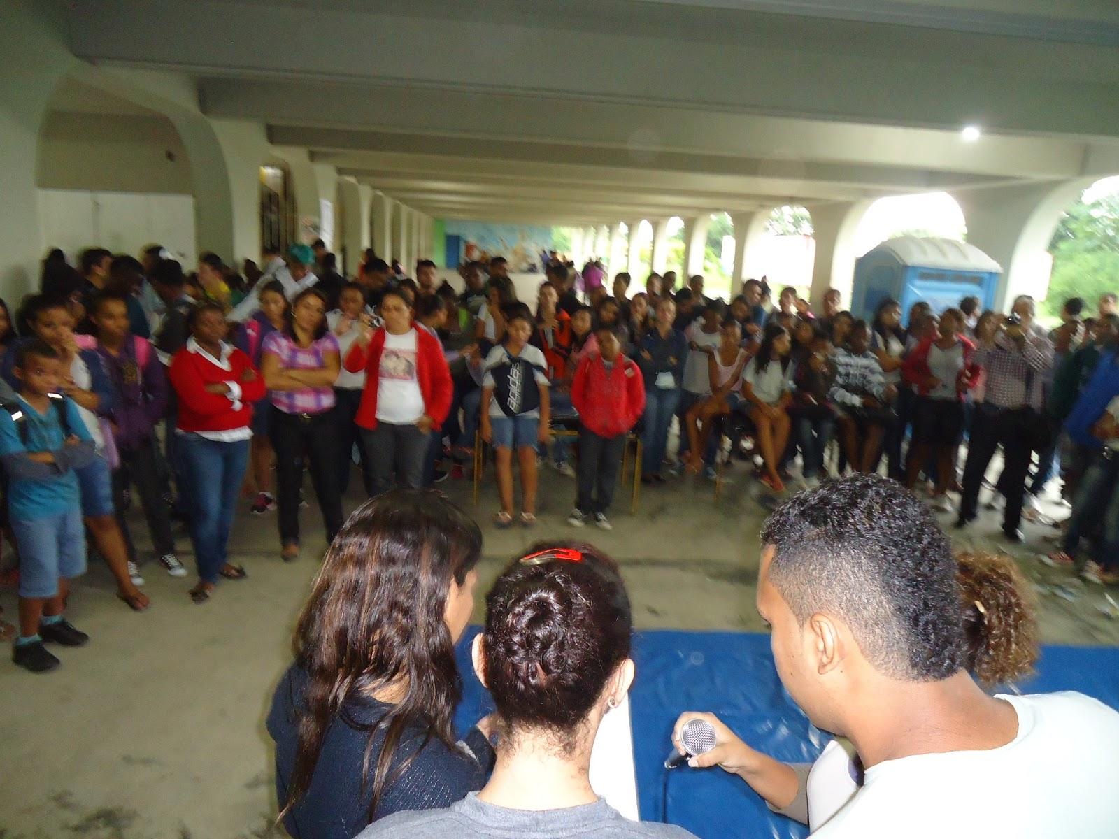 NO CIEP 424 PEDRO AMORIM: DIVERSÃO DE MÃOS DADAS COM A EDUCAÇÃO #2C6091 1600 1200