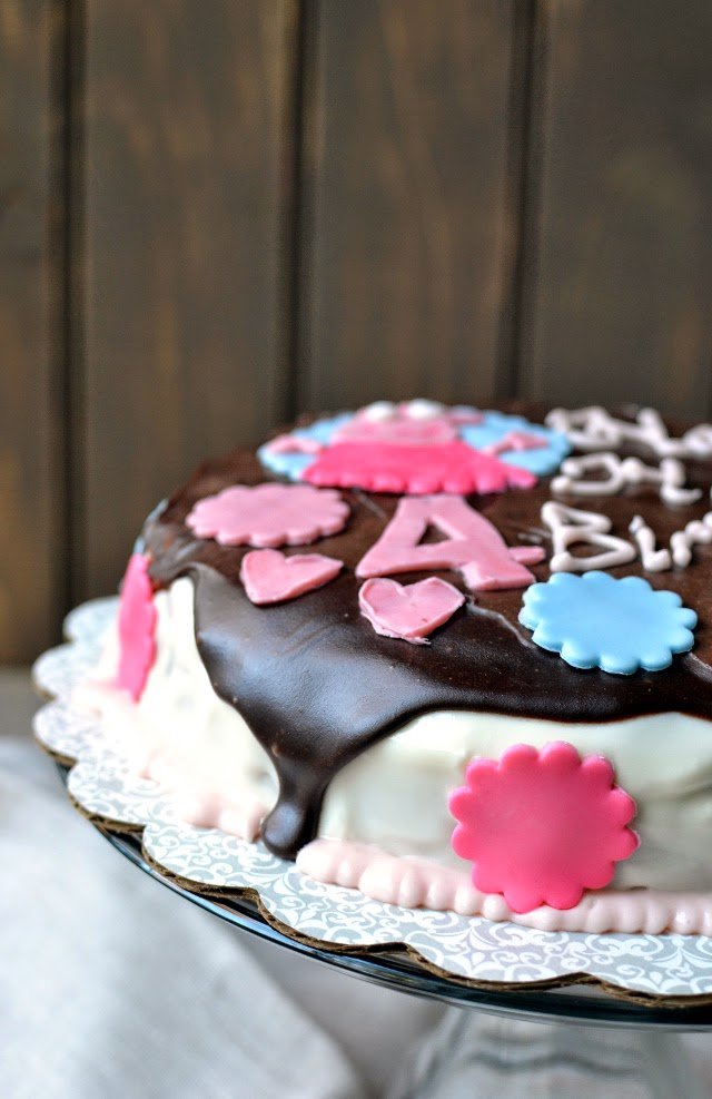 Eggless Berry Cake (with Sour Cream) -- Peppa Pig Fondant Cake