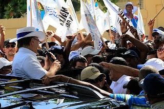 Hipólito Mejía encabezó recorrido exitoso por los municipios de Nigua, Haina, Yaguate y Palenque; promete edificación de obras