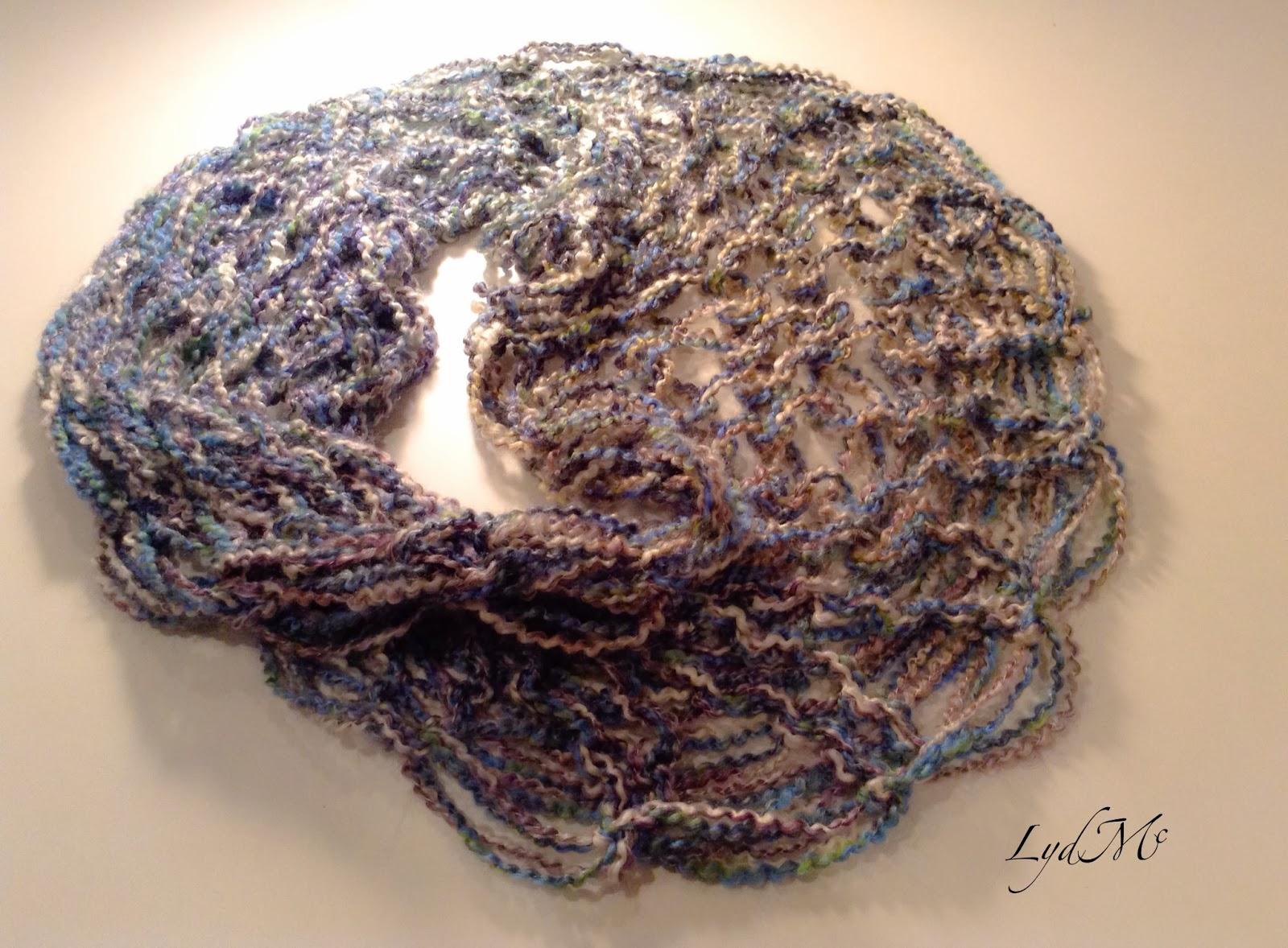 LydMc: Arm Knitting: The Literally Handmade Moebius Scarf