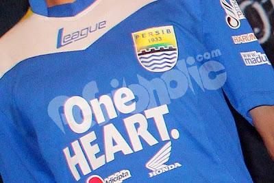 "Foto Seragam ""Jersey"" Tim Persib Bandung 2013"